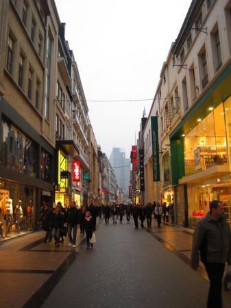 Shopper (c)WBT-AlexKouprianoff