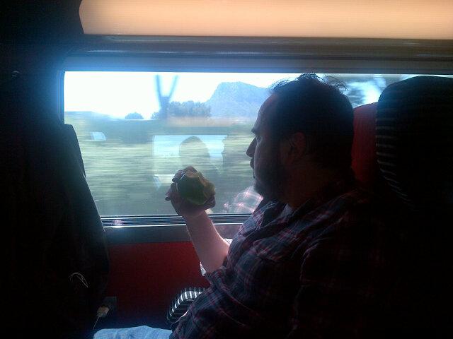 Ceci n'est pas Jean-Marc Lalanne qui mange une pomme