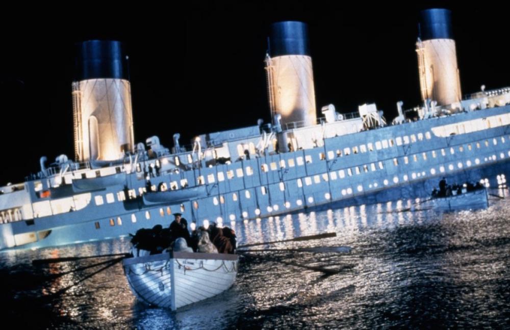 Tom : Ca vous dit de visiter les anciens chantiers navals du Titanic ? C'est la meilleure attraction en Europe